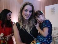 Larissa e J�lia Mendes