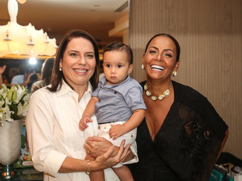 Denise Bezerra celebra nova idade
