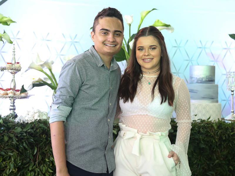Confira os cliques do aniversário de Felipe Araújo